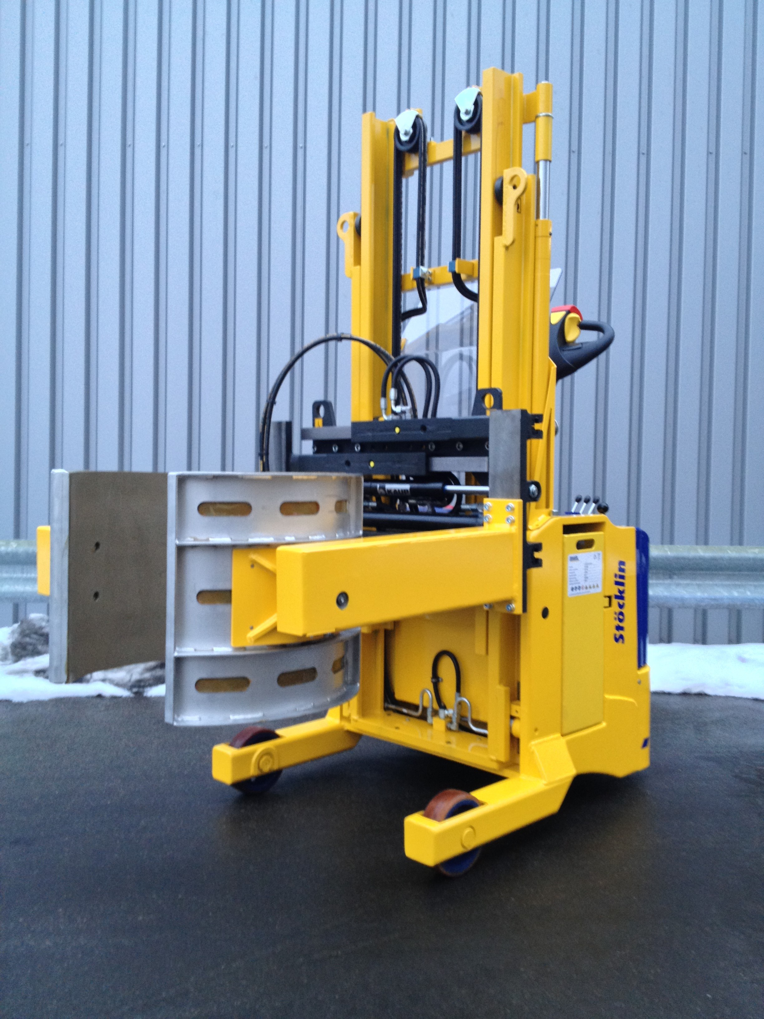 Hydraulic attachment equipment