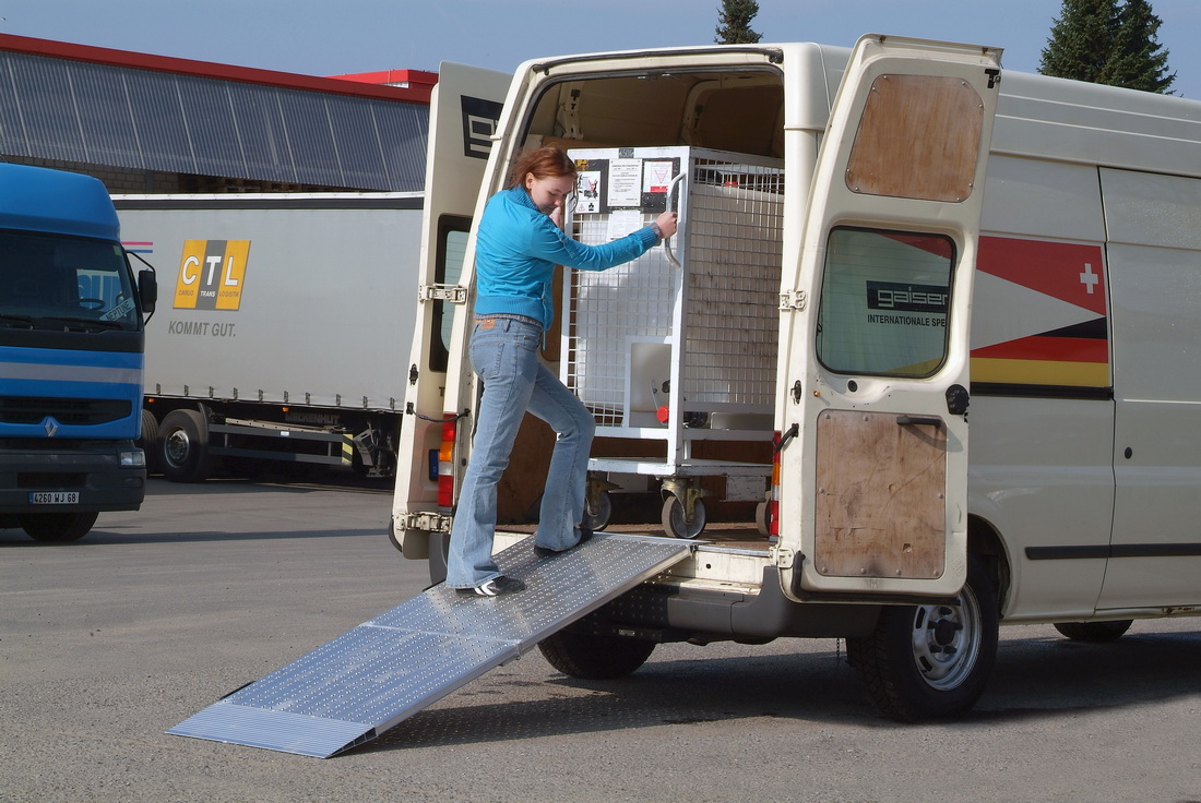 AOS-F mobile manual loading ramp